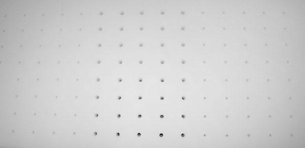 Dettaglio-fori-bianco1500